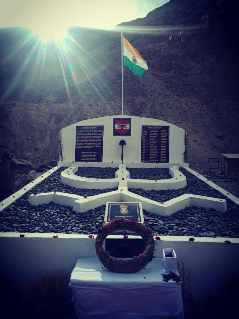 गलवान घाटी में वीरगति प्राप्त सैनिकों की याद में युद्ध स्मारक