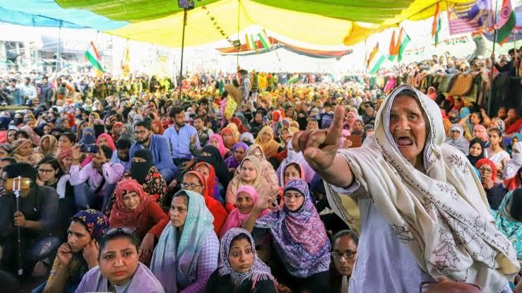 निरंतर बढ़ती मनमानी एवं हिंसक प्रवृत्तियाँ लोकतंत्र के लिए घातक