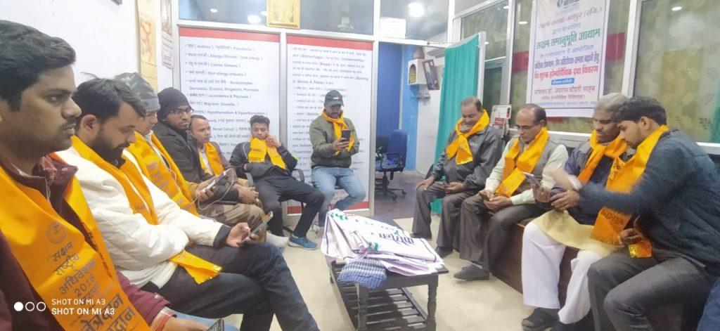 सक्षम संस्था: कार्यकर्ता मध्य रात्रि में करते हैं अभावग्रस्तों की सहायता