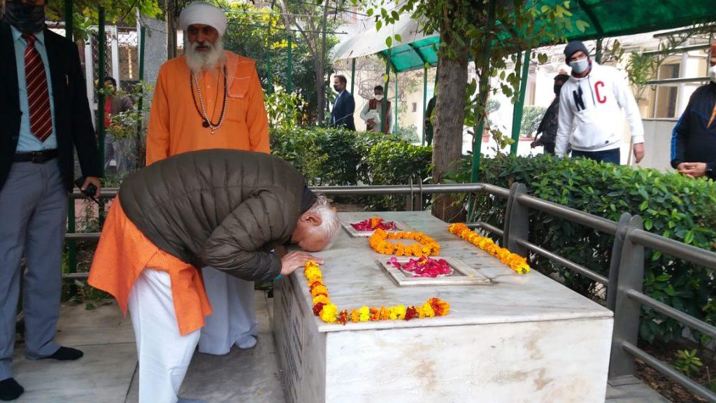 वाल्मीकि मंदिर में माथा टेककर डॉ. भागवत ने किया रामजन्मभूमि निधि समर्पण महाअभियान का शुभारम्भ