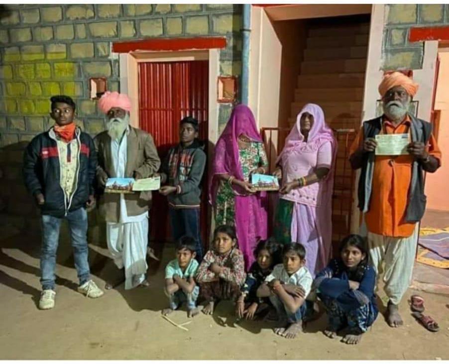 बाड़मेर के कालबेलिया बंधुओं ने श्रीराम मंदिर के लिए किया निधि समर्पण