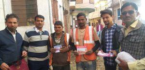 कुम्हारवाड़ा बस्ती में कार्यरत स्मार्ट सिटी प्रोजेक्ट के कार्मिकों ने कार्यकर्ताओं के पास स्वयं पहुंचकर निधि समर्पण का आग्रह किया।
