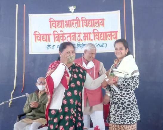 विद्या भारती संस्थान ने बोर्ड परीक्षा में श्रेष्ठ परिणाम देने वाले शिक्षक- शिक्षिकाओं का किया सम्मान