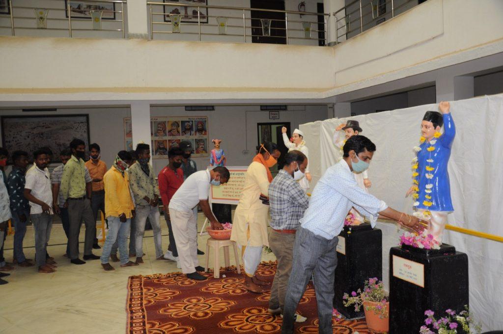 बलिदान दिवस पर प्रताप गौरव केंद्र में पुष्पांजलि कार्यक्रम का आयोजन हुआ