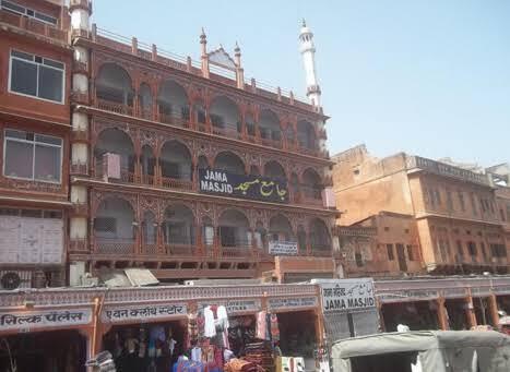 जयपुर : जामा मस्जिद में नहीं हो रही थी कोविड नियमों की पालना, समझाइश के लिए पहुंची पुलिस पर पथराव