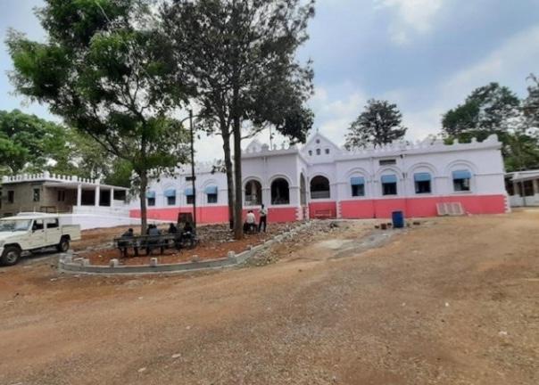संघ स्वयंसेवकों ने एशिया के सबसे बड़े जर्जर पड़े अस्पताल को रेनोवेट कर कोविड सेंटर में बदला