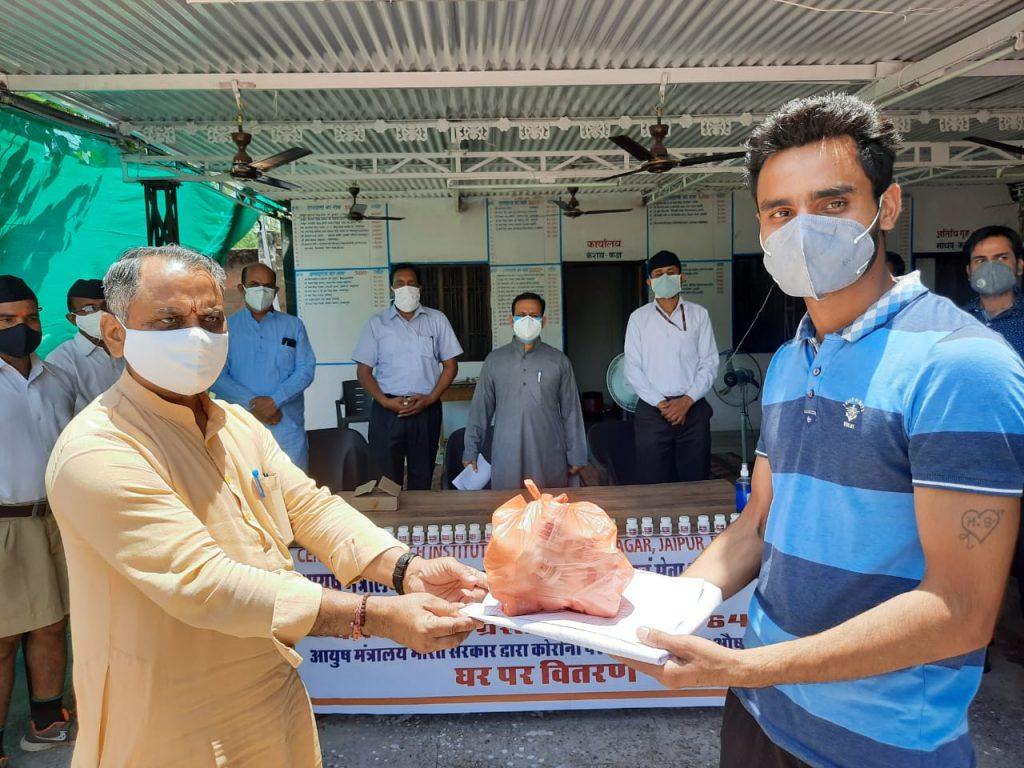 कोरोना पीड़ितों को सेवा भारती उपलब्ध करवाएगी आयुष 64 औषधि