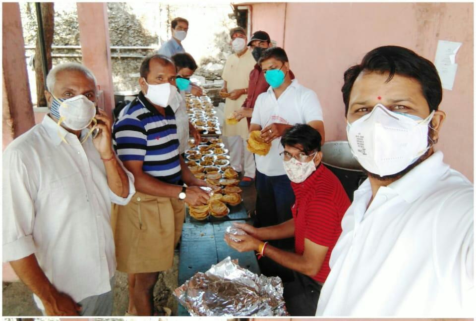 उदयपुर: 45 दिनों से जारी है संघ की भोजनशाला, 27500 भोजन पैकेट पहुंचे परिवारों में