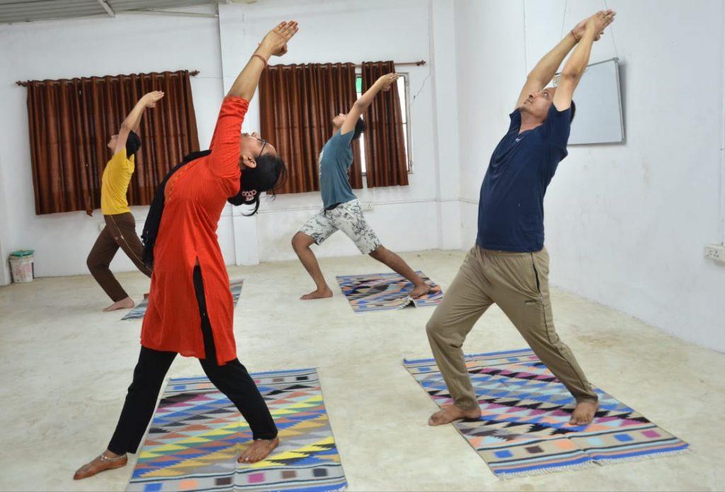अन्तर्राष्ट्रीय योग दिवस पर घर - घर योग कराने की तैयारी में संघ