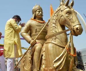 महाराणा प्रताप की चेतक आरूढ़ कांस्य प्रतिमा जयपुर से अयोध्या रवाना