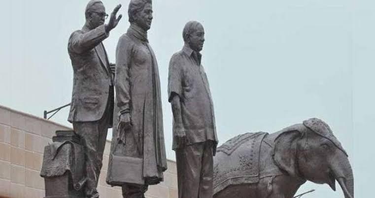 उत्तरप्रदेश में मूर्तियों की राजनीति आखिर क्या गुल खिलाएगी