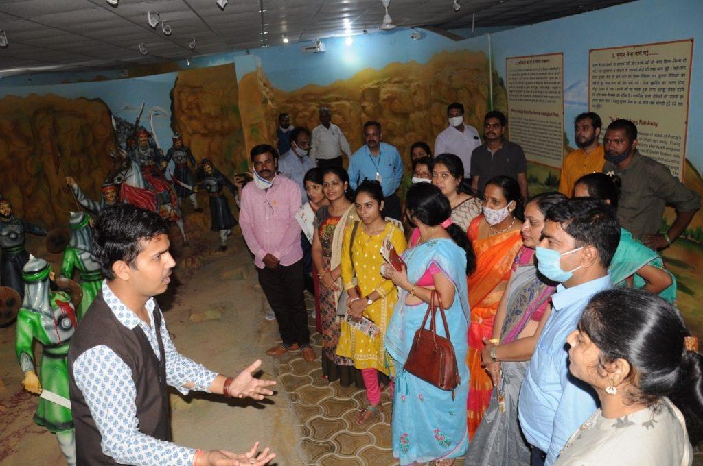 राजस्थान इतिहास कांग्रेस के अधिवेशन में आए प्रतिभागियों ने प्रताप गौरव केंद्र का दौरा किया