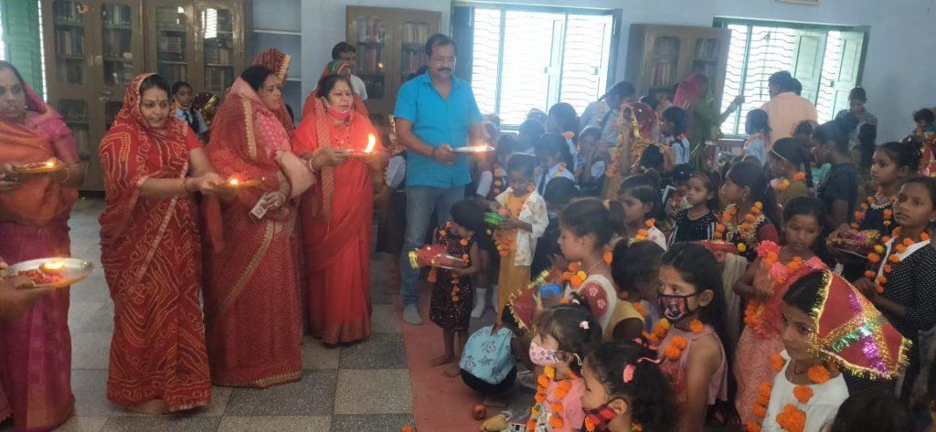 विहिप, बजरंग दल, दुर्गा वाहिनी एवं सेवा भारती समिति ने आयोजित किया कन्या पूजन कार्यक्रम